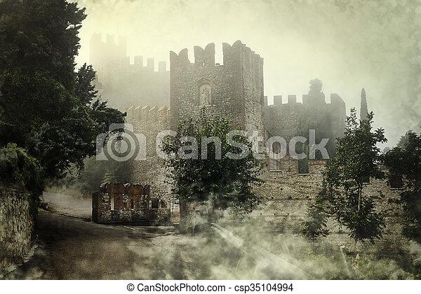 misterioso, castello - csp35104994