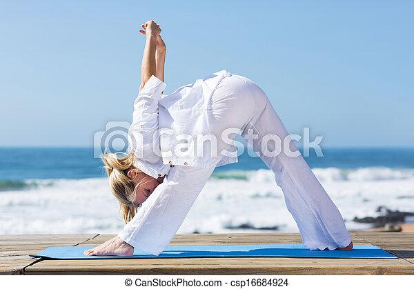 mitte, woman, dehnt, antikisiert, fitness - csp16684924