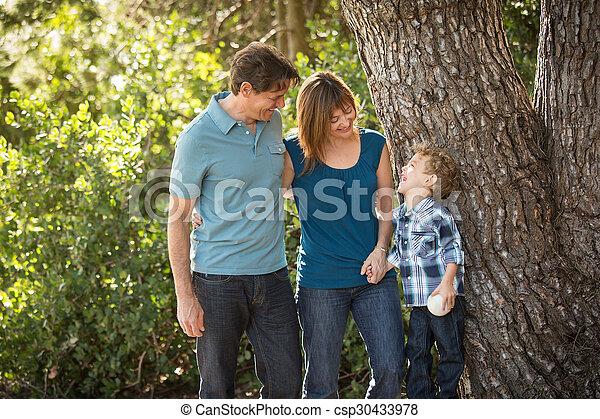 mláde rodinný, šťastný - csp30433978