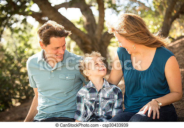 mláde rodinný, šťastný - csp30433939