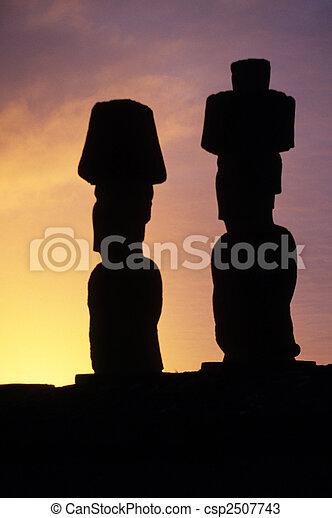 moai-, isla de pascua, chile - csp2507743
