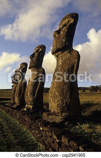 moai-, isla de pascua, chile - csp2941905