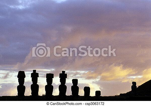 moai-, isla de pascua, chile - csp3063172
