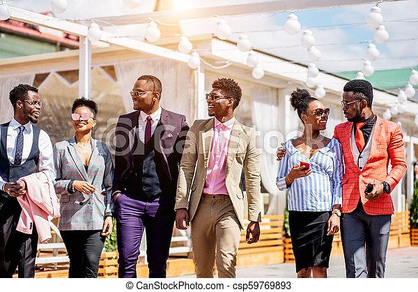 moda, atender, positivo, yendo, africano, diseñadores, presentación - csp59769893