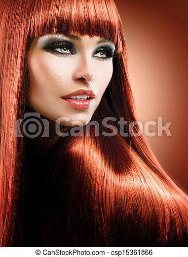 Cabello rojo saludable y largo. Modelo de belleza de la moda - csp15361866