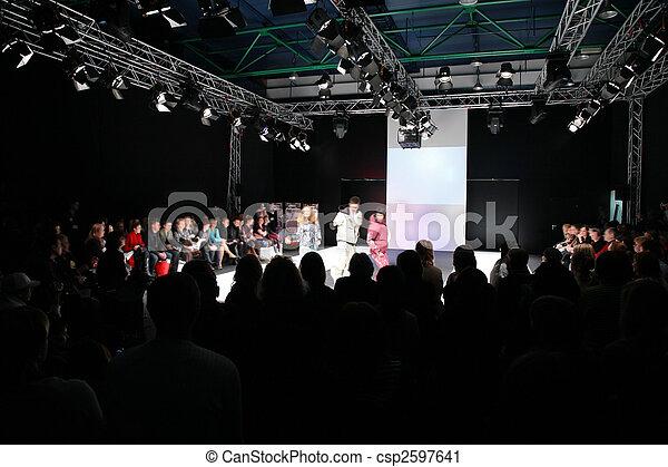 Presentación de moda - csp2597641