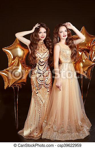 moda, vestido, dos mujeres - csp39622959