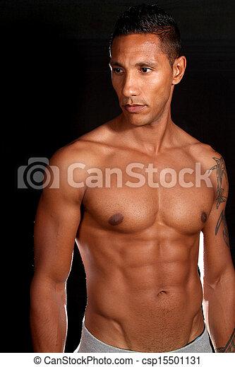 Modelo de fitness masculino muscular - csp15501131