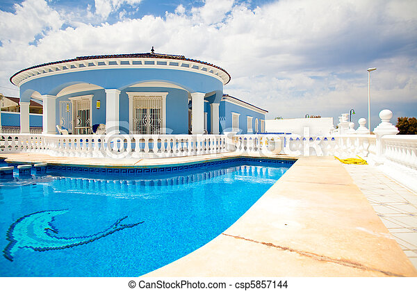 modern house and pool - csp5857144