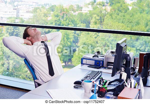 Moderne, bureau, business, travail, jeune, informatique, homme, heureux.