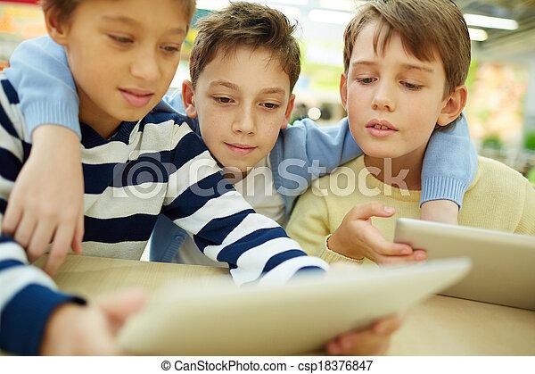 moderne, enfants - csp18376847