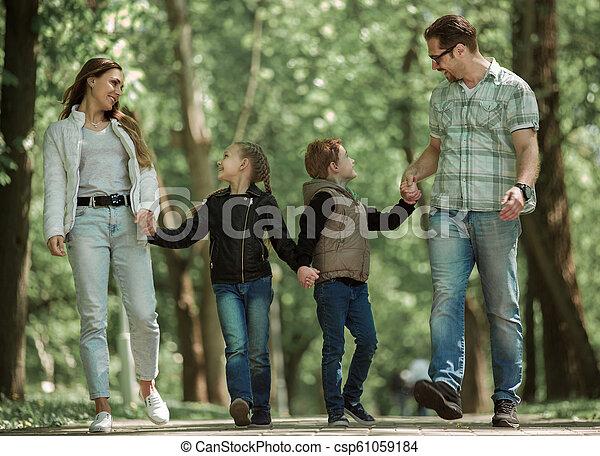 moderne, parc, famille, promenade - csp61059184