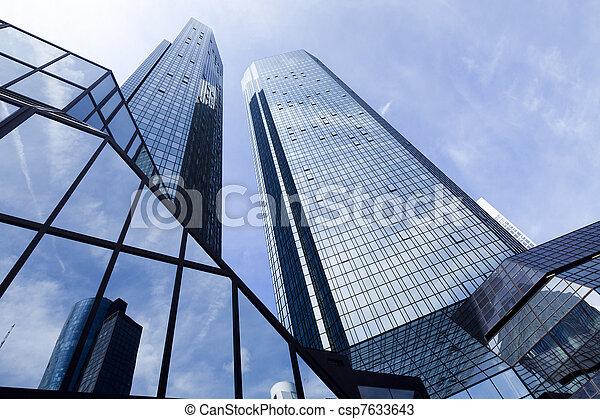 Modernes Geschäftsgebäude - csp7633643