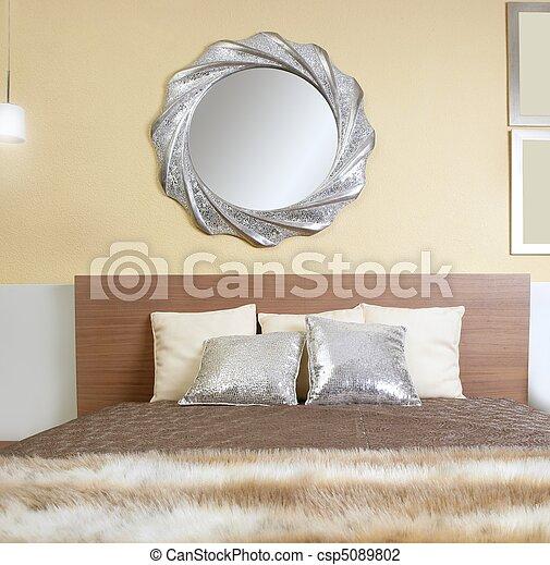 moderno, pelliccia, coperta, camera letto, specchio, finto, argento