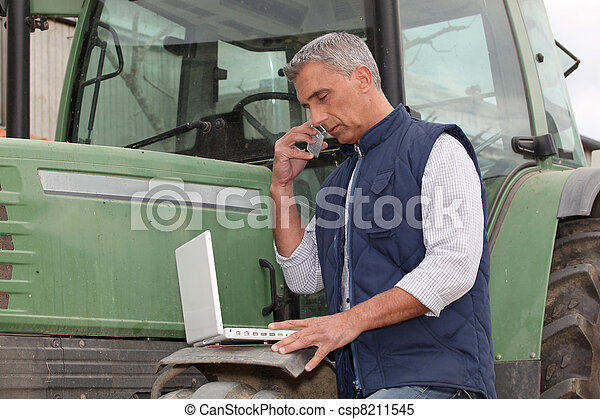 modernos, agricultor - csp8211545