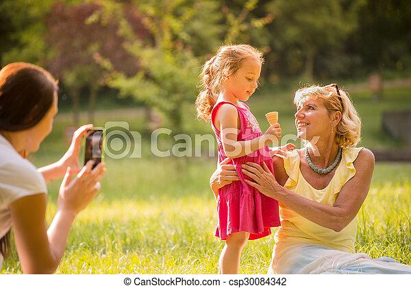 Die Tochter fängt Mutter Bedingungslose Liebe?