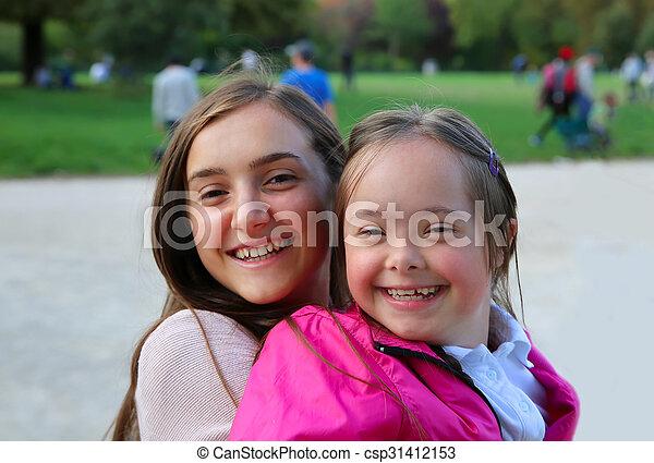 Felices momentos familiares - csp31412153