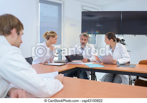 monde médical, réunion, ouvriers - csp43100822