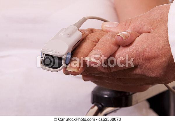 Control de ritmo cardíaco - csp3568078