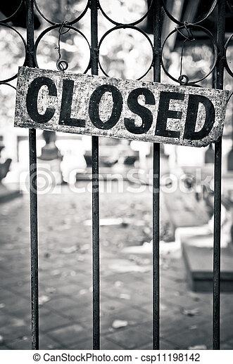 Monochrome closed sign on metal bars - csp11198142