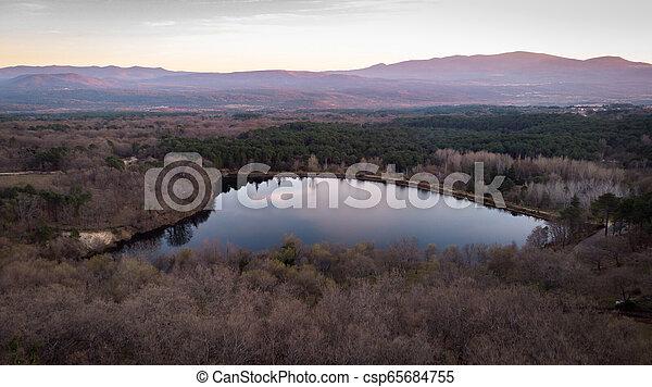 Vista aérea de un lago y la montaña - csp65684755