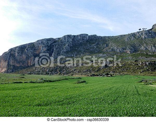 Montaña - csp36630339