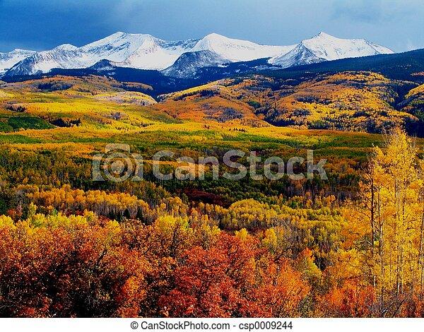 Montaña colorida - csp0009244
