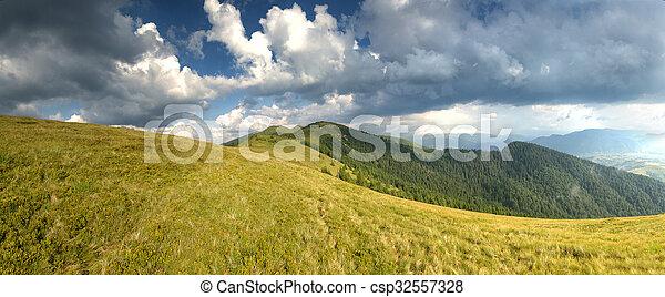 Día soleado en paisajes de montaña - csp32557328