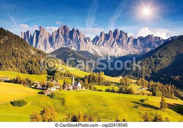 Un paisaje de montaña inusual - csp22418545