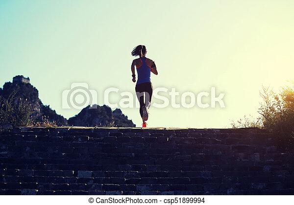 98e448e1c8e Montaña, Grande, Mujer, Corredor, Cima, Joven, Arrastre Correr, Condición  Física, Pared