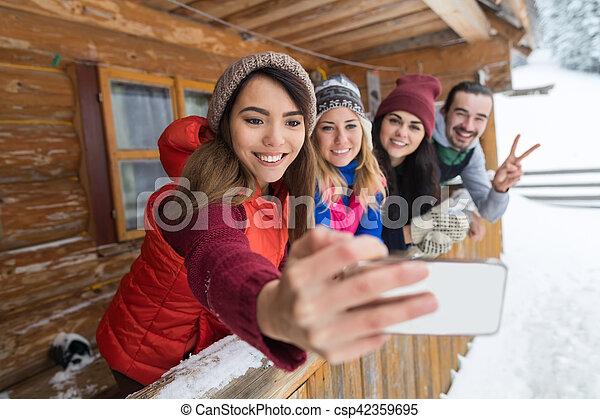Montaña Grupo Invierno Gente De Madera Foto Toma Teléfono Recurso Terraza Casa País Selfie Elegante