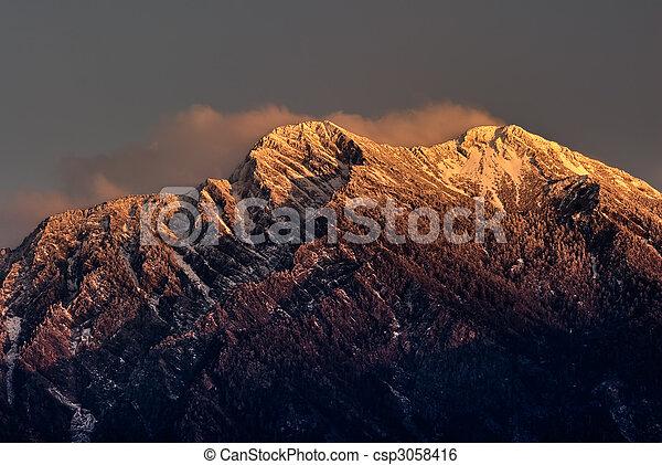 Mountain Jade pico norte al amanecer - csp3058416