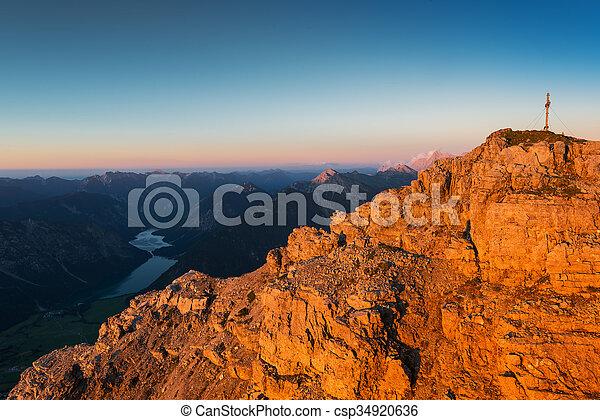 montaña, luz, rocas, ocaso, otoño, naranja, áspero - csp34920636