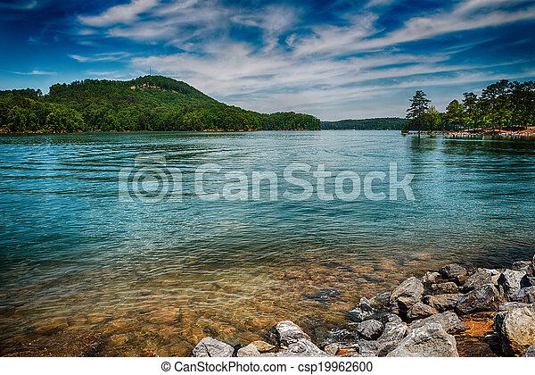 Lago allatoona en el parque estatal de la montaña roja al norte de Atlanta - csp19962600