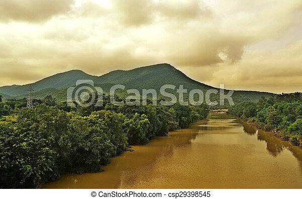 Mountain River en un día nublado - csp29398545