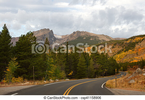 Bear Lake Road en Rocky Mountain National Park - csp41158906