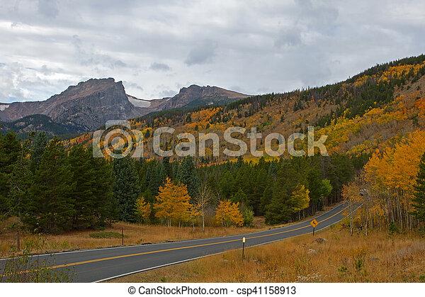 Rocky Mountain Park y Bear Lake Road - csp41158913