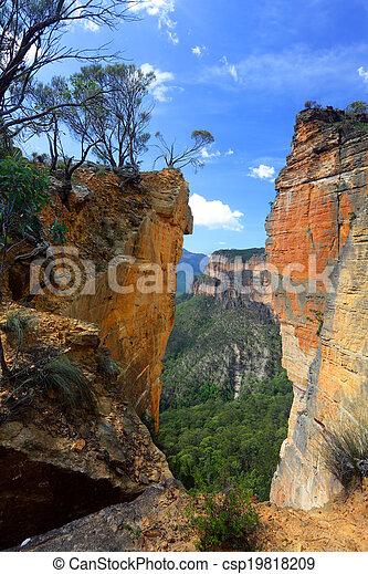 Cabeza de Burramoko y roca colgando en la Australia de las montañas azules de NSW - csp19818209