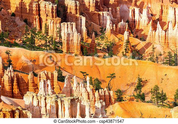 La mejor vista de las montañas arenisca en Bryce Canyon - csp43871547