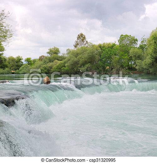 Una cascada en el río en las montañas - csp31320995