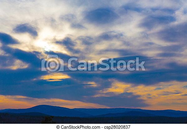montañas, encima, salida del sol - csp28020837