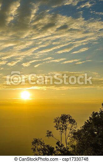 montañas, encima, salida del sol - csp17330748