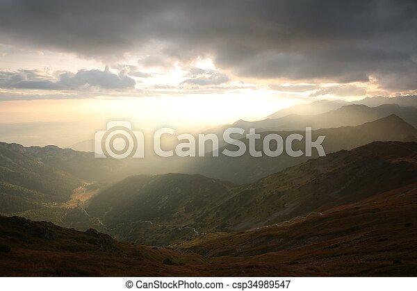 montañas, encima, salida del sol - csp34989547