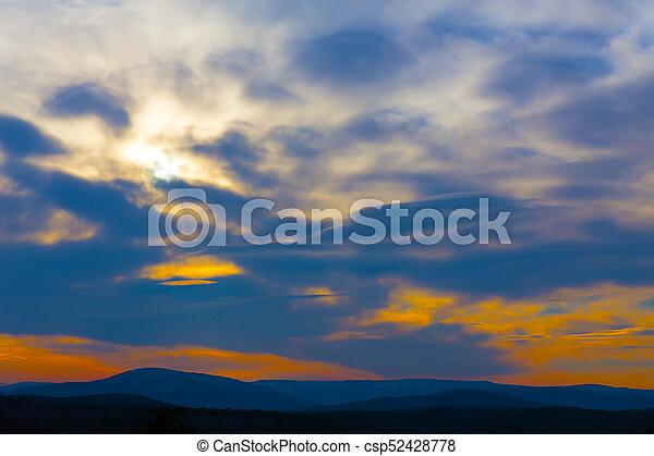 montañas, encima, salida del sol - csp52428778