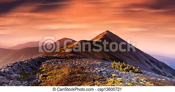 Montañas - csp13600721