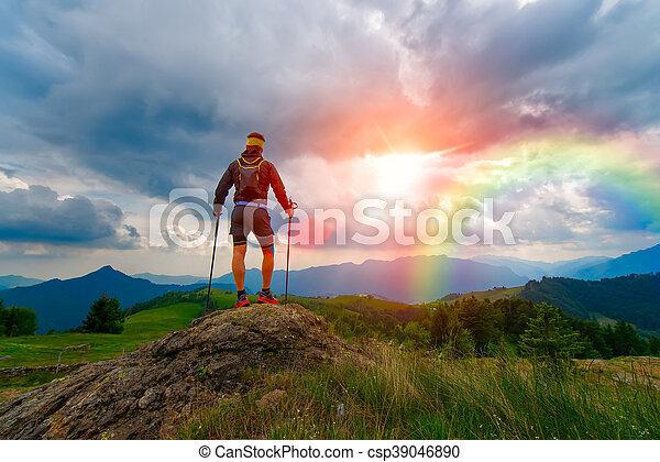 montañas, hombre, ocaso, arco irirs - csp39046890