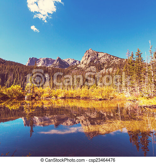 montañas, lago - csp23464476