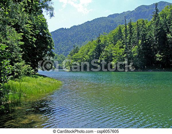FOTOS BELLAS Monta%C3%B1as-lagos-r%C3%ADos-almacen-de-im%C3%A1genes_csp6057605