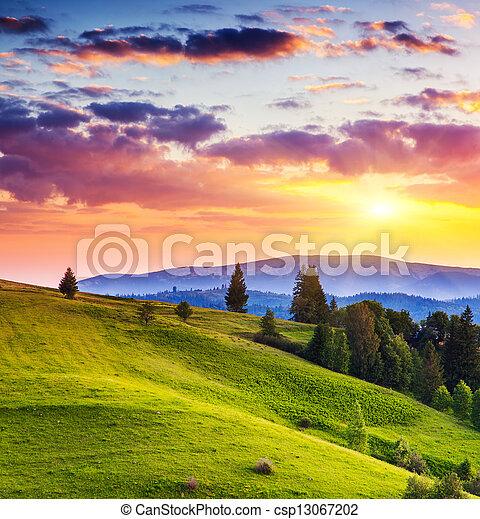 El paisaje de las montañas - csp13067202