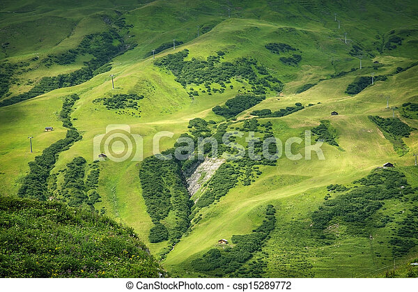 El paisaje de las montañas - csp15289772